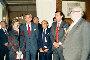 1987. május 7-én Iványi Pál, a Fővárosi Tanács elnöke (b3) fogadást adott a városházán a Budapesten tanácskozó Zsidó Világkongresszus Végrehajtó Bizottsága tagjai számára. A képen többek között Edgar M. Bronfman elnök (j2) és Keller László, a Kelet-Európai Tagozat igazgatója (j1) is látható.