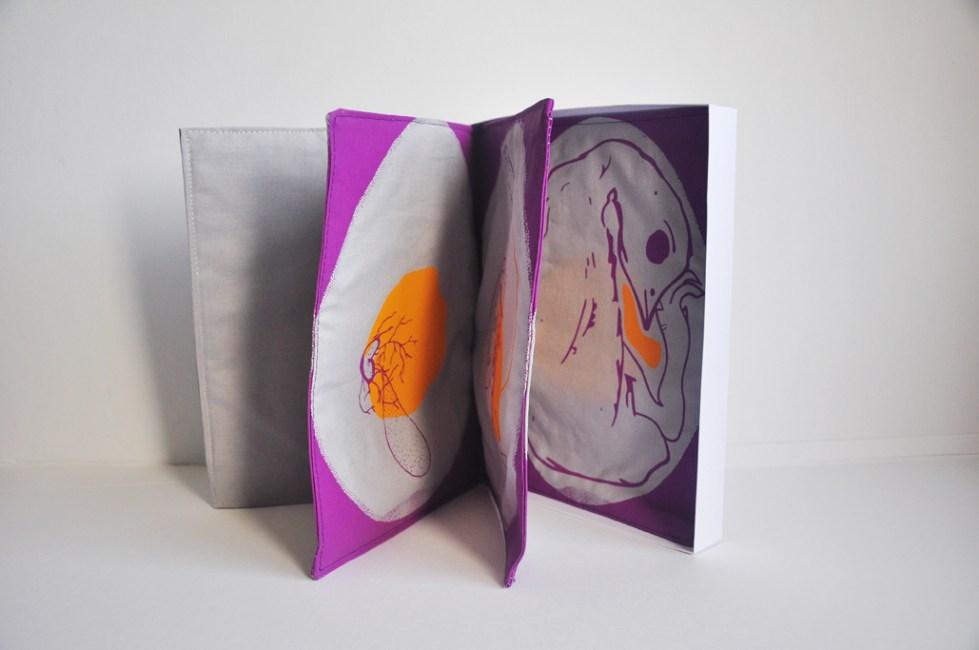 Livre textile créée par Allez-zou éditions