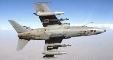Un bombardiere Amx carico di ordigni