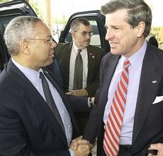 Bremer con Colin Powell