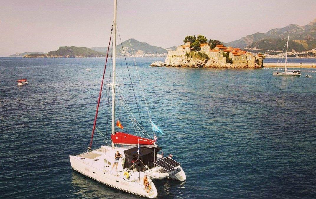 El SY Staatenlos – nuestro catamarán al detalle