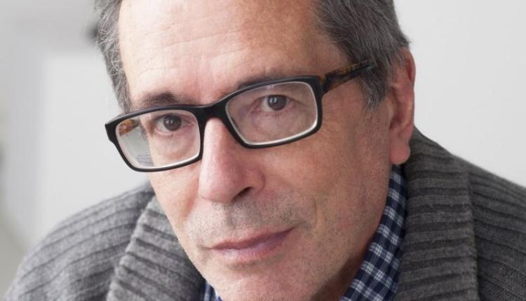 """""""Soy escritor solamente cuando escribo"""": César Aira"""
