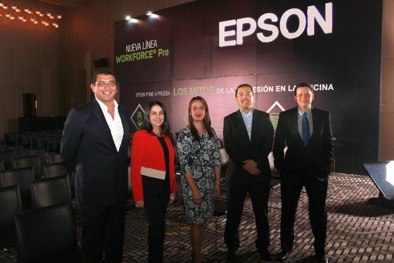 El pasado 19 de julio se realizó el lanzamiento del nuevo portafolio de impresoras y multifuncionales WorkForce Pro con un almuerzo en el hotel W en Bogotá. En medio del evento Epson puso a prueba los mitos de la impresión en la oficina. De Izquierda a derecha: Francisco Valderrama, Gerente General EPSON Colombia, Paola Gayón Gerente Regional BIJ de EPSON, Diana Góngora CMV BIJ, Koji Nawata Product Manager Latin América de EPSON y Christian Días, Group Product Manager, Latin América de EPSON.