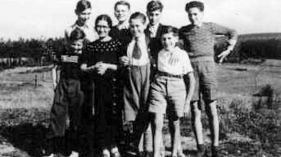 Niños judíos refugiados por la población protestante del pueblo de Le Chambon-sur-Lignon.