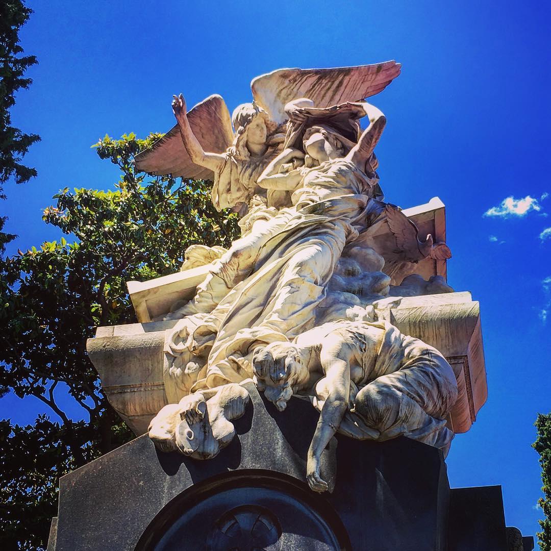 Buenos Aires, Argentine. Le cimetière de la Recoleta est situé dans le quartier du même nom. « Recoleta » provient du couvent implanté en cet endroit, un établissement appartenu aux Récollets, des frères mineurs apparentés aux Franciscains.