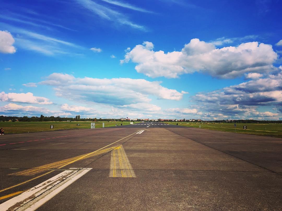 Berlin, Allemagne. Le tarmac de l'aéroport de Tempelhof, transformé en un immense parc.