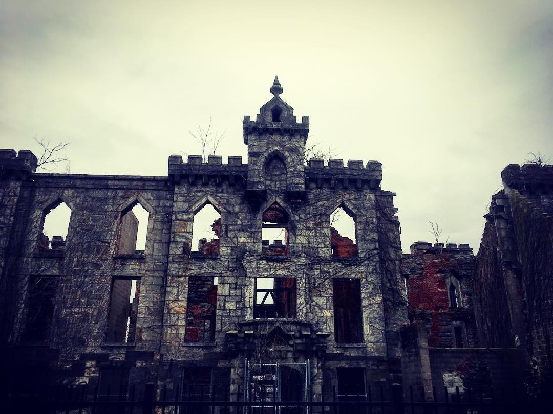 Île Roosevelt, New York, État de New York, États-Unis d'Amérique. Ruines du Smallpox Hospital.