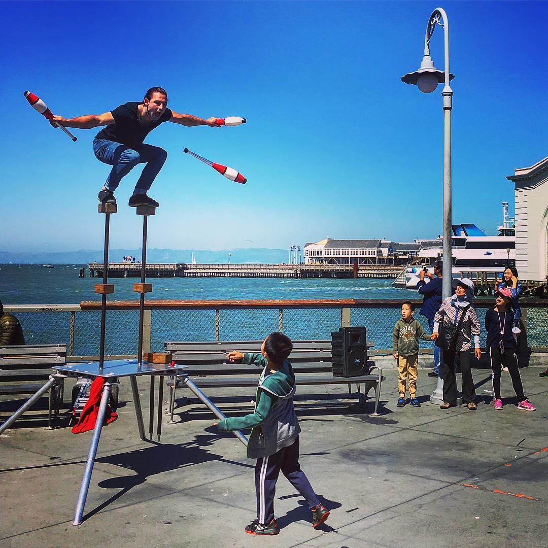 San Francisco, Californie, États-Unis d'Amérique. Artiste de rue à Fisherman's Wharf.