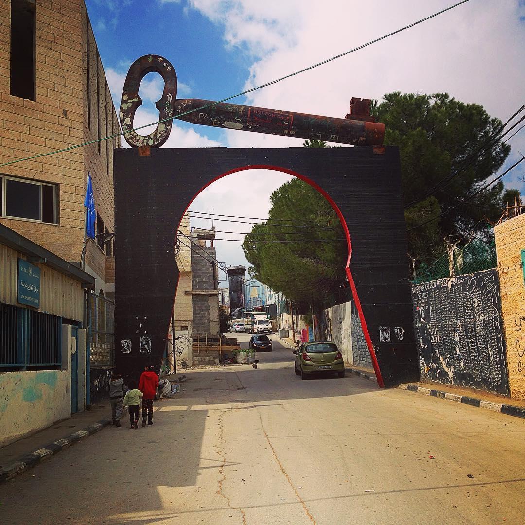 Camp de réfugiés d'Aïda, Béthléem, Palestine. La clé symbolise le droit au retour que les Palestiniens réclament, leur droit à reprendre possession des maisons dont chaque famille conserve pieusement la clé.
