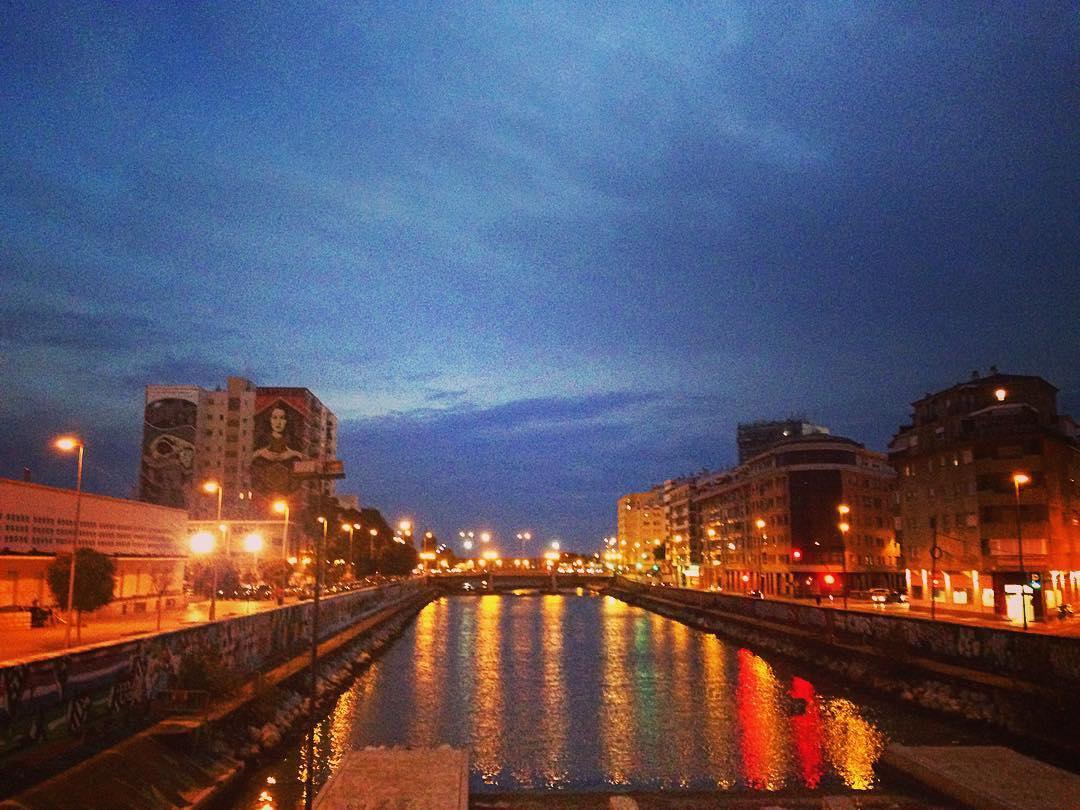 Malaga, Espagne. La Guadalmedina, la nuit. Le nom vient de wadi al-medina, la rivière de la ville.