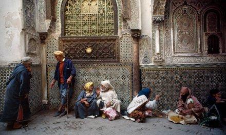 Bruno Barbey, el pasado reciente del paisaje humano de Italia y Marruecos