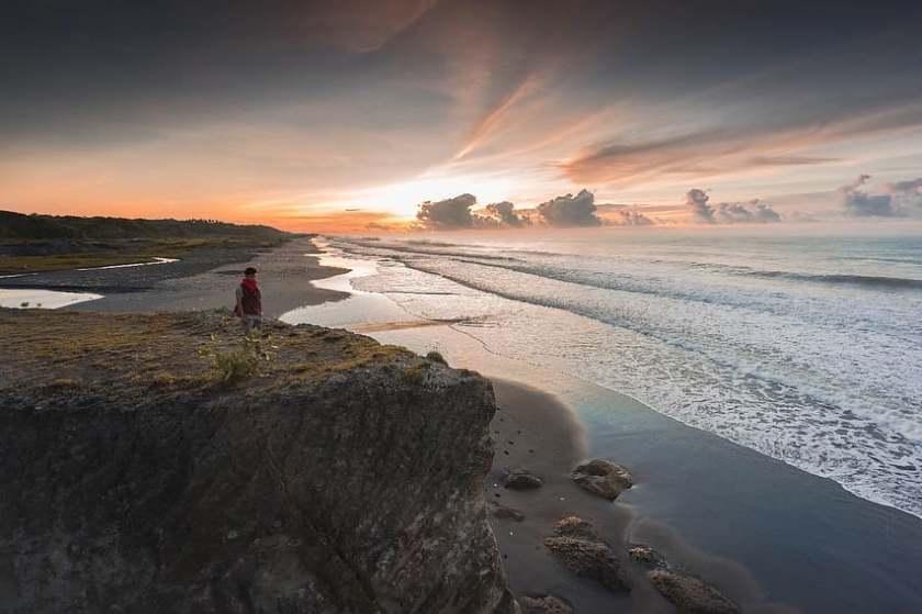 Pantai Cicaladi 1