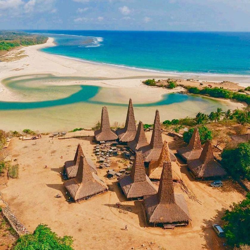 8 Destinasi Wisata di Pulau Sumba