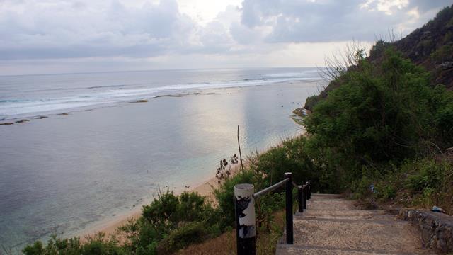 Menikmati Pantai Sepi Dengan Penuh Privasi Di Pantai Gunung Payung.