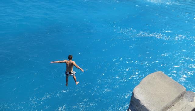 Pacu Adrenalinmu Di Nusa Ceningan Cliff Jump Point!Pacu Adrenalinmu Di Nusa Ceningan Cliff Jump Point!