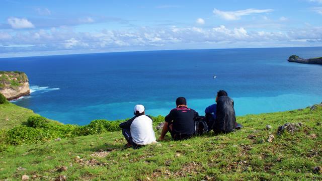 Sekedar bersantai menikmati alam bebas sesekali boleh dong dilakukan dalam hidup kita.