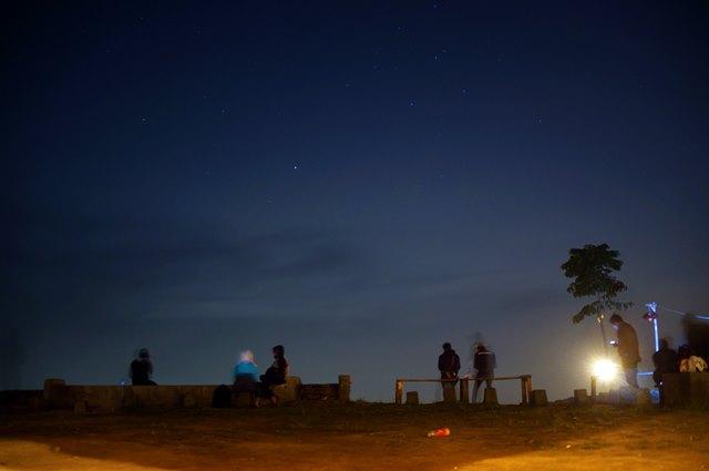 Atau memandang langit malam Kota  Bandung dari Bukit Moko?