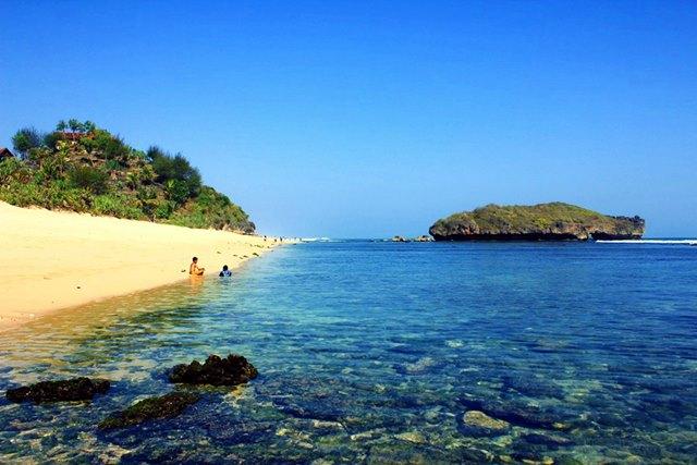 Pantai Sadranan Di Yogyakarta.