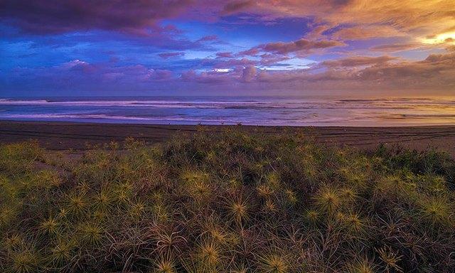 Pun mistis, senja di Pantai Parangkusumo termasuk paling menawan.