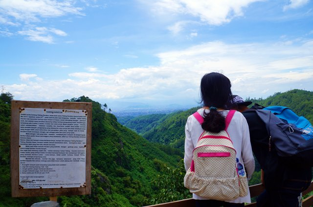 Tebing Keraton dalam sekejap menjadi salah satu destinasi favorit di Bandung.