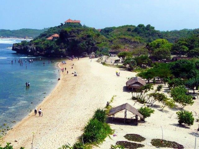 Yuk liburan ke Pantai Sundak!