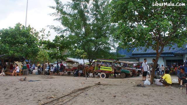 Ada banyak Cidomo di Pelabuhan Bangsal.