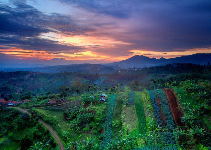 Bukit Moko Itu Salah Satu Tempat Asik Melihat Sunrise Di Bandung!