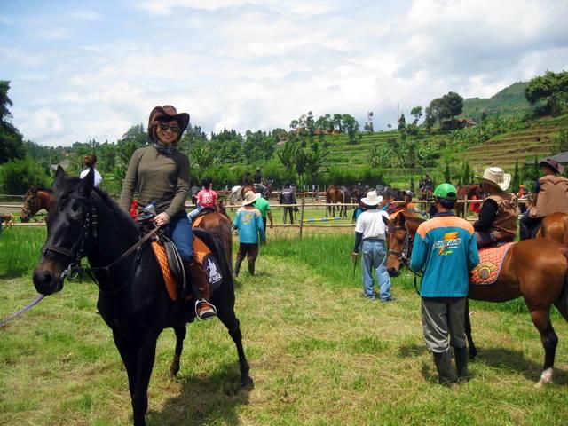 De Ranch, Rasakan Sensasi Berkuda Di Udara Segar Bandung.