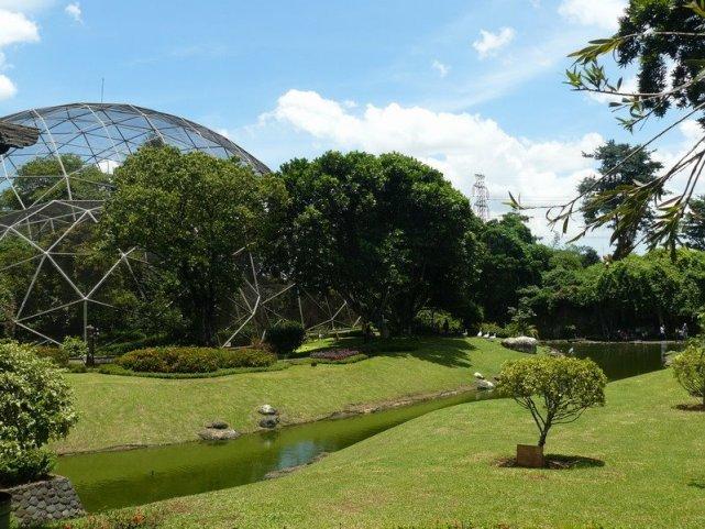Taman Burung di TMII (sumber)