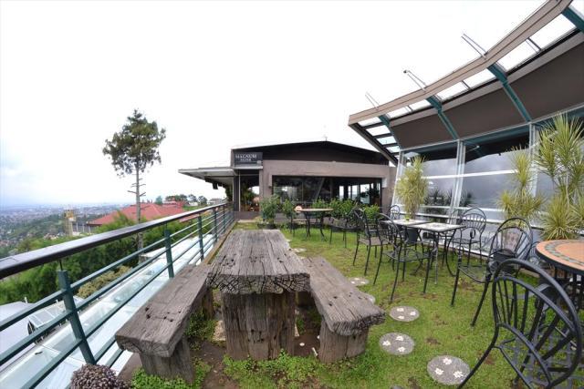 Cocorico Cafe Bandung