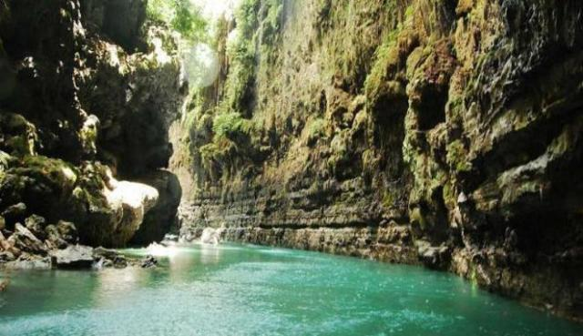 Green Canyon di Ciamis, Jawa Barat (sumber)