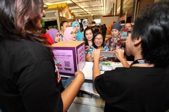 Pengunjung yang bersemangat merencanakan liburan mereka baru saja menukarkan welcome pack ekslusif Hong Kong senilai Rp 200.000. Pengunjung yang membeli produk Hong Kong apa saja selama pameran akan mendapatkan kesempatan yang sama untuk mendapatkan welcome pack eksklusif di booth HKTB. Terdapat juga promo lucky dip untuk pengunjung yang mengunduh aplikasi My Hong Kong Guide di ponselnya selama KTF 2015.
