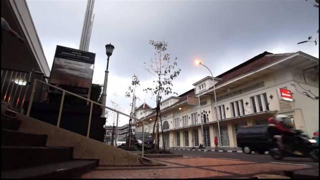 Mau jalan - jalan ke Bandung? Lihat travel video ini dulu dong!
