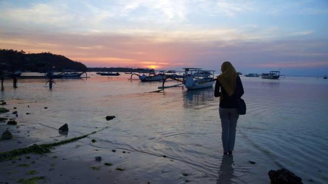 Menunggu senja di Jungut Batu, Nusa Lembongan.