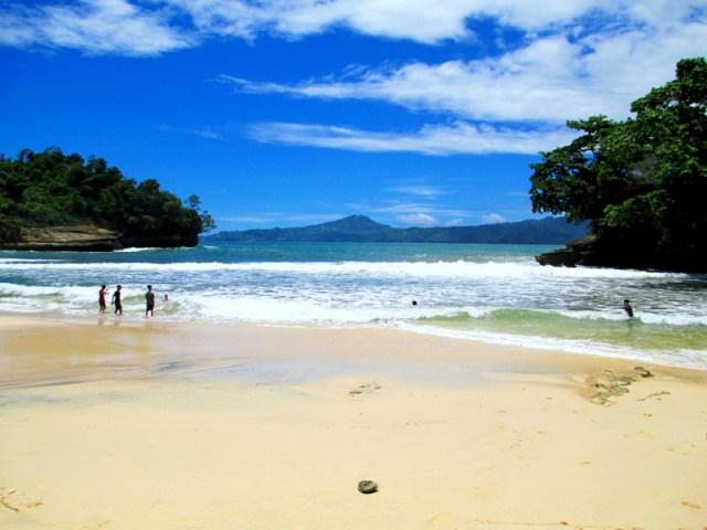 Pantai Coro di Tulungagung selatan yang menawan.