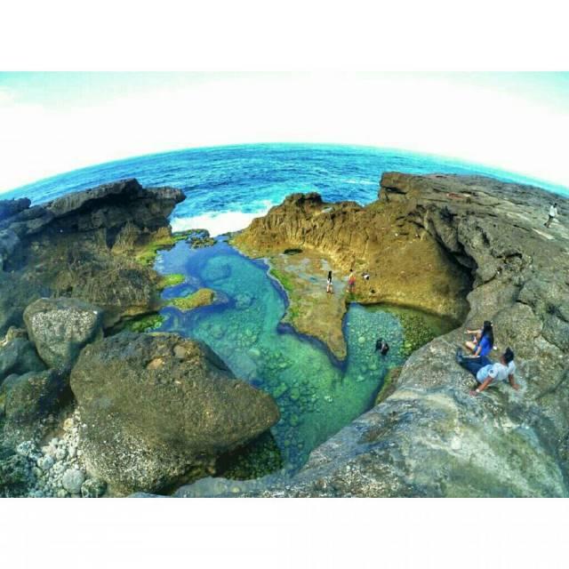 Pantai Kedung Tumpang Ngehits karena Fotonya di Instagram.
