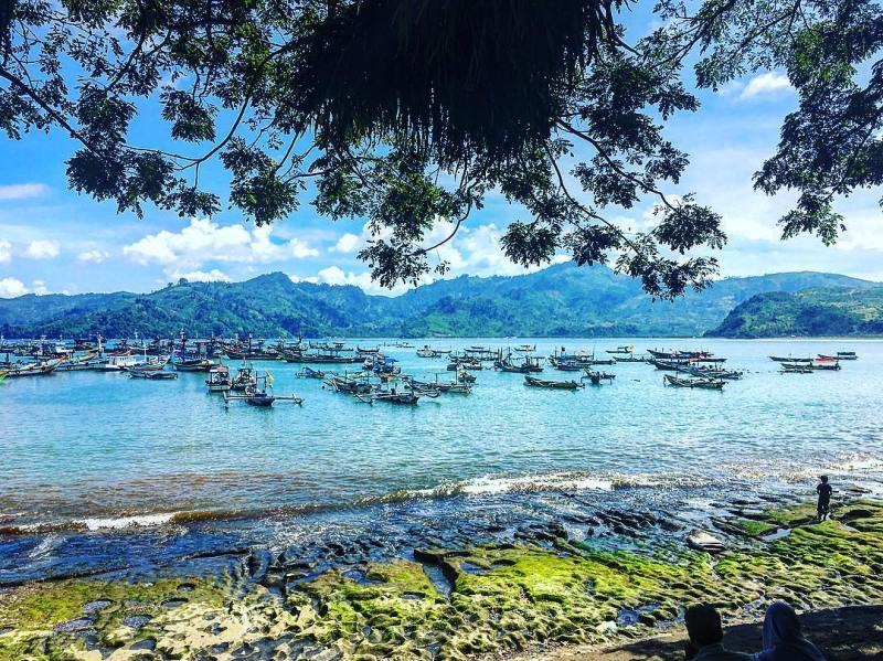 Pantai Popoh ini merupakan tempat wisata di Tulungagung yang cukup populer ketika musim liburan tiba by @soni_mys