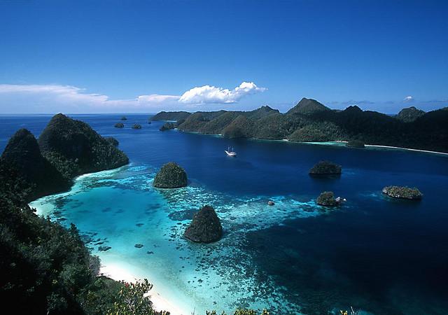 Pemandangan paling populer di Raja Ampat, panorama kepulauan wayag.