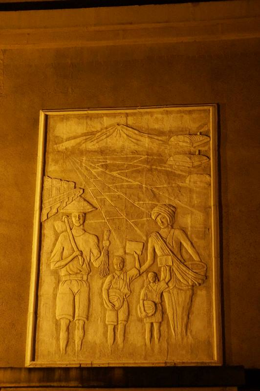 Relief dan ukiran yang ada di tiap sisi monumen (8)
