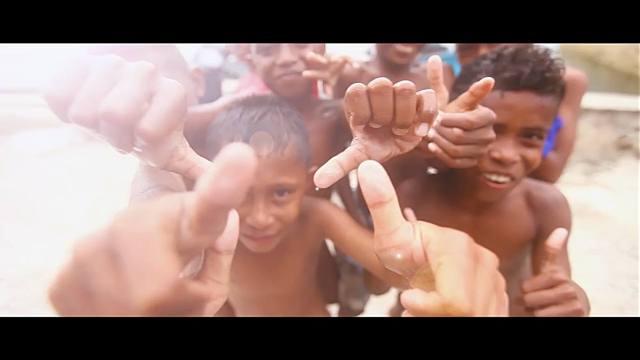 Senyum bahagia dari anak - anak Maluku.