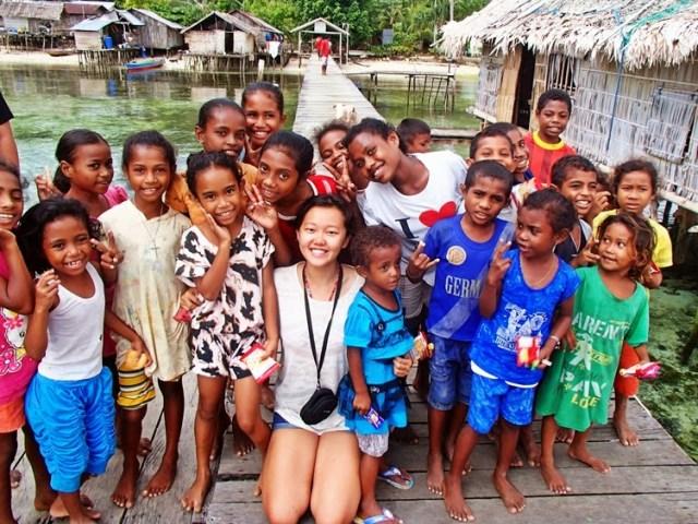 Berkunjunglah ke Raja Ampat, dan rasakan keramahan tanah Papua :) (foto Velysia - Littlenomadid.com)