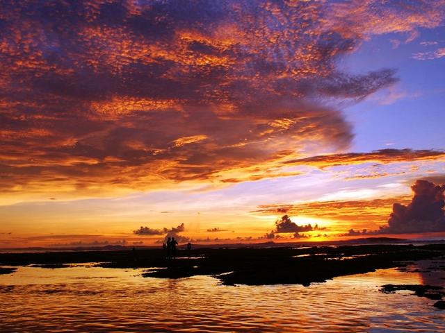 Fenomena sunset di Pantai Suluban, BaliFenomena sunset di Pantai Suluban, Bali