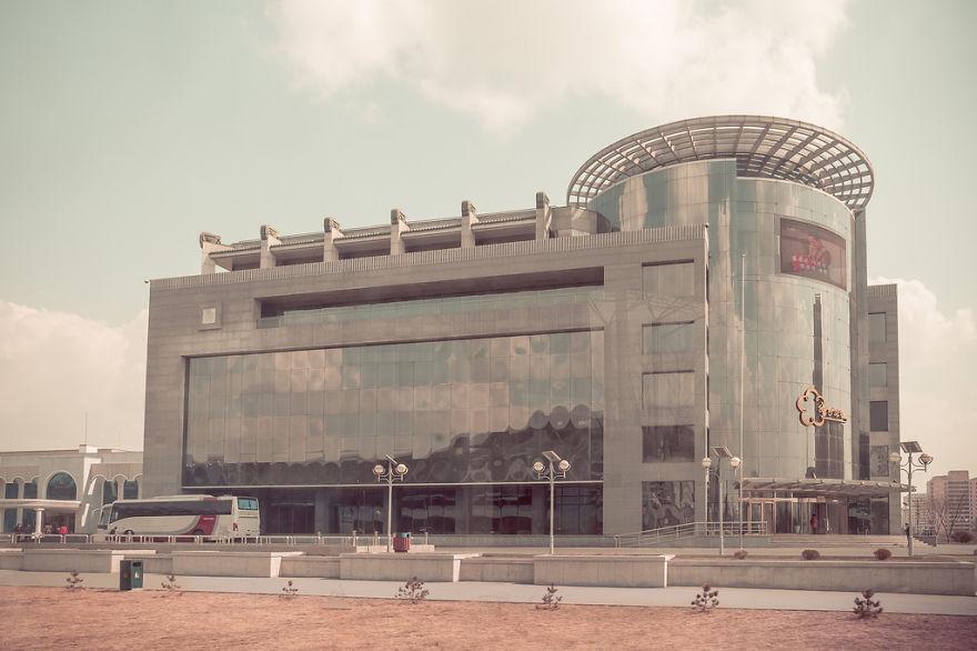 Foto bangunan modern di Korea Utara
