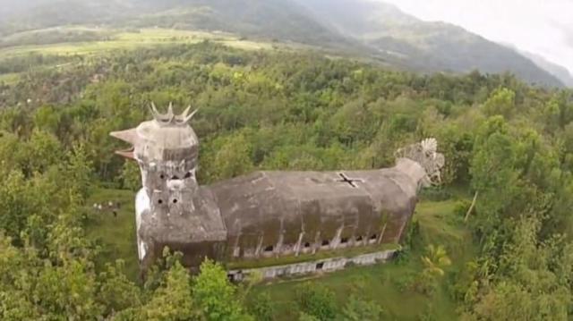 Gereja Ayam ini lebih terlihat seperti burung dari udara.