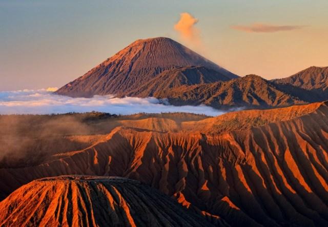 Keindahan senja di Gunung Bromo yang siap menyihir kalian (sumber)