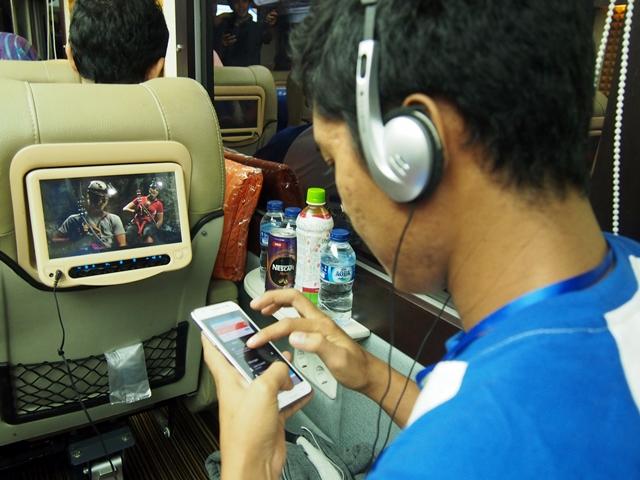 Perjalanan tidak akan membosankan karena adanya miniscreen disetiap kursi