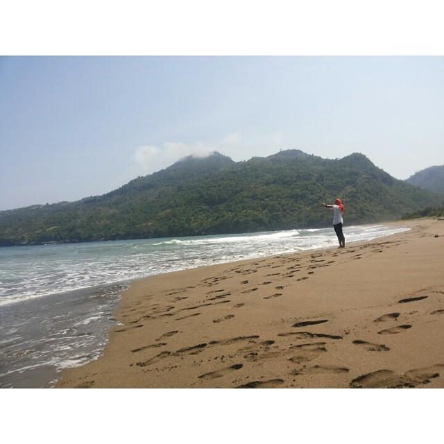 Pantai Ngulungwetan Di Trenggalek