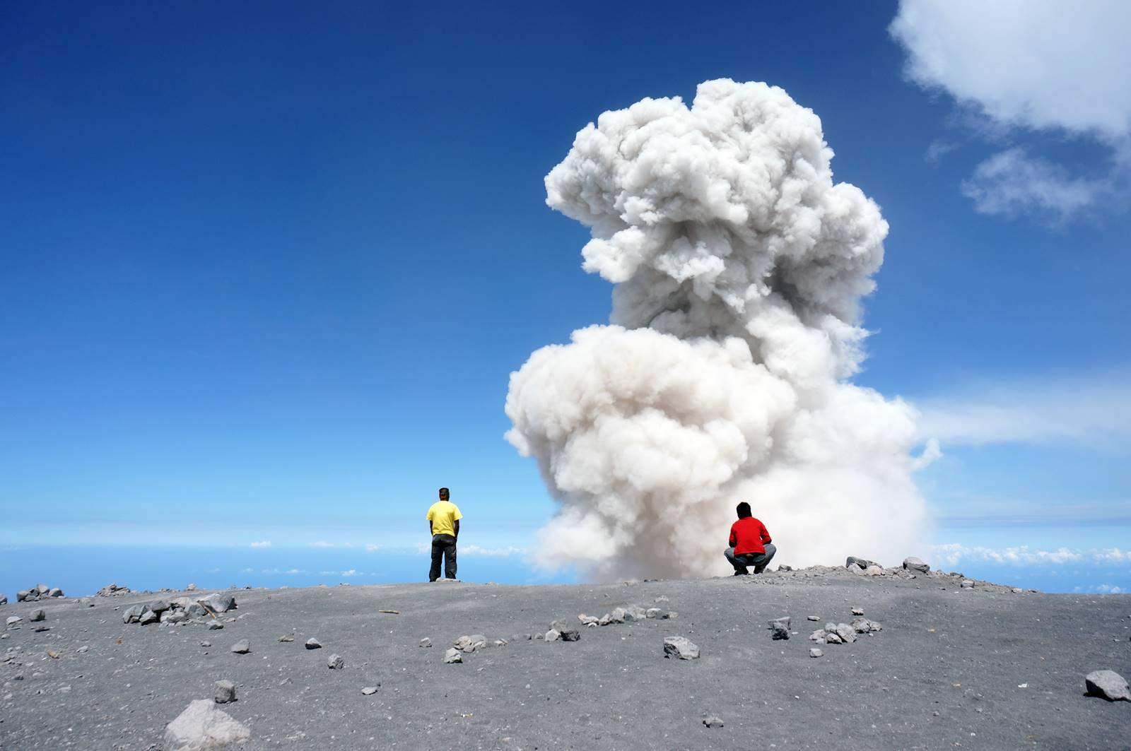 Pemandangan Terbaik Dari Puncak Gunung Di Indonesia