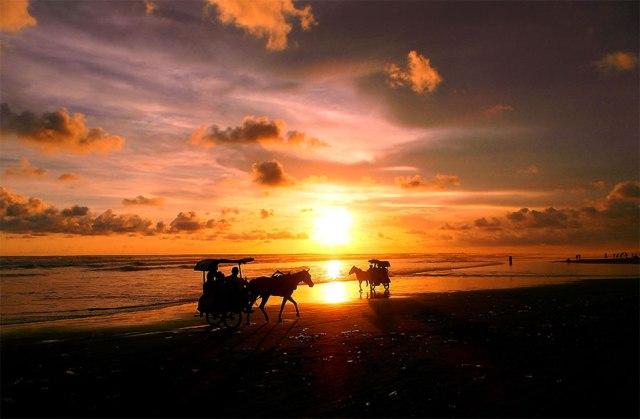 Pesona-sunset-di-Pantai-Parangtritis-Yogyakarta (sumber)