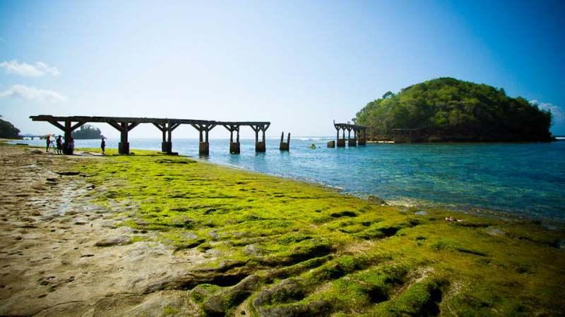 Pantai Balekambang adalah salah satu pantai di Malang yang cukup populer